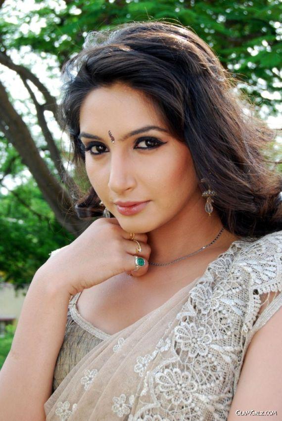 Ragini Dwivedi In Lovely Saree